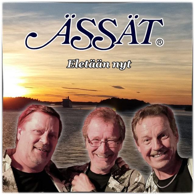 """""""Eletään nyt"""" Radio Pookin listan sijalla 1."""